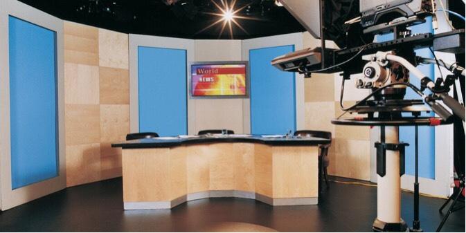 ニュース報道番組のスタジオ