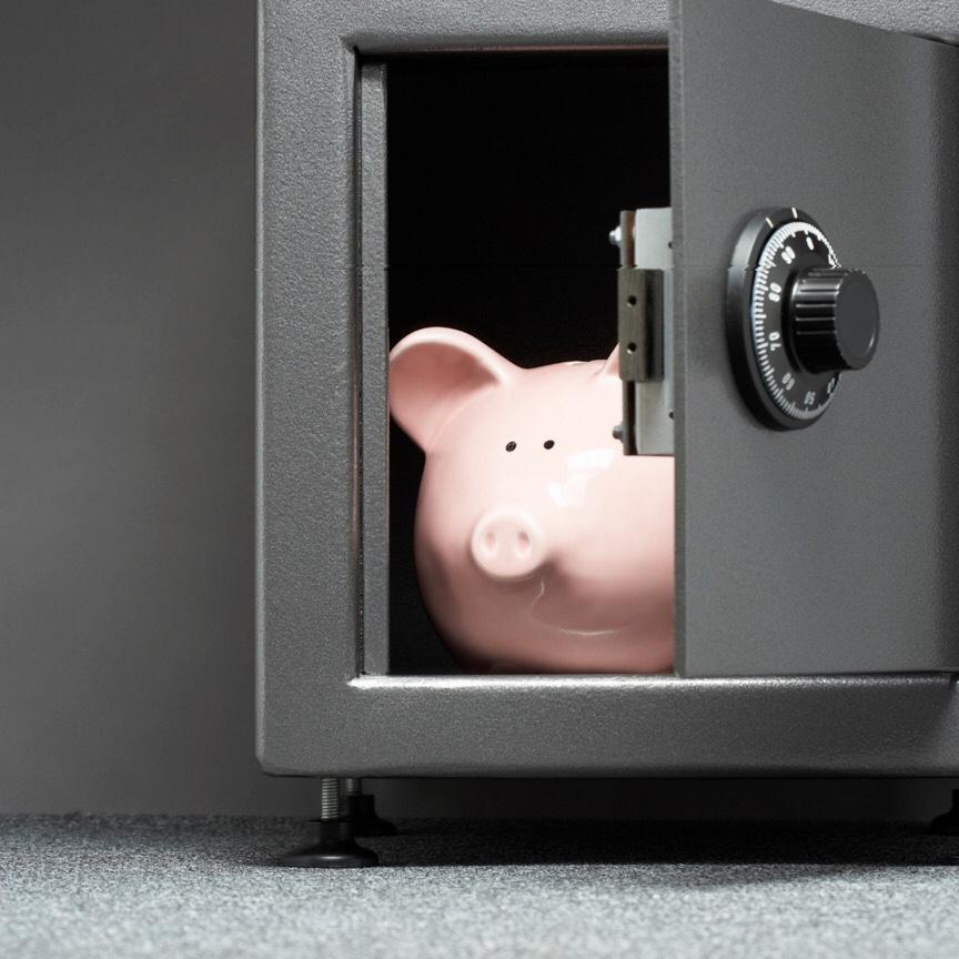 金庫の中に貯金箱