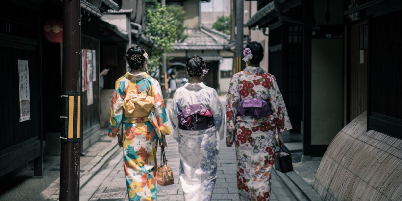京都の町屋をあるく舞妓
