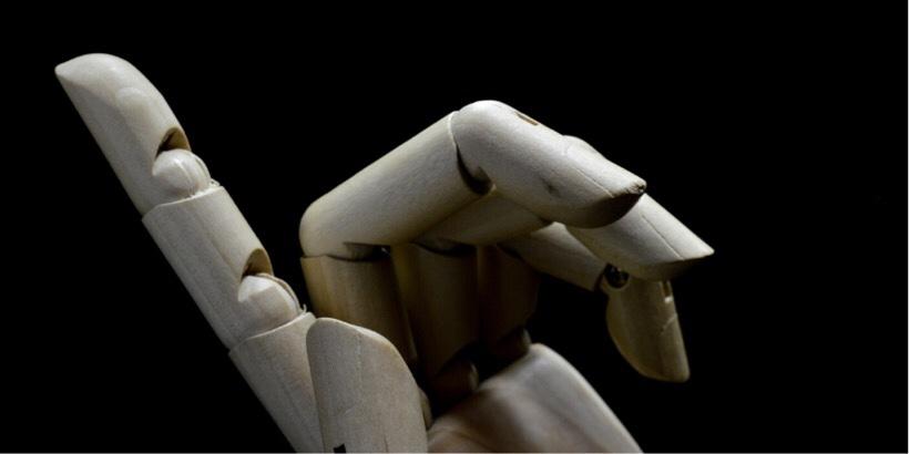 ロボットの人差し指でワンパターンをイメージ