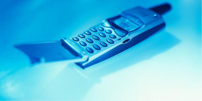 フリップ電話(ガラケーのイメージ)