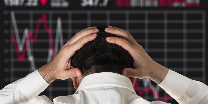 株価暴落して絶望している人