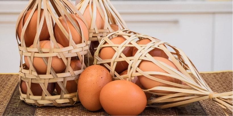 卵を一つのカゴに盛らないイメージ